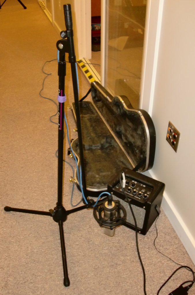 How to mic an electric guitar (in the hall).
